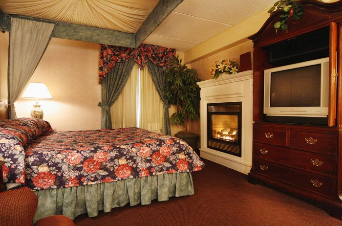 Fireplace Suite at the Fireside Inn & Suites West Lebanon